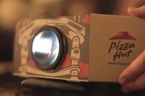 必胜客新包装盒使手机变身电影投影仪