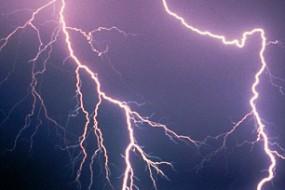 人类将能用激光引导闪电按预定路径传播