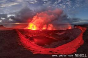 无人机零距离俯拍火山爆发震撼场景