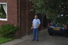 倒霉老公偷着抽烟被老婆从谷歌街景发现