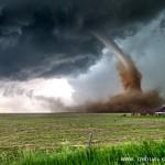 美国风暴猎手1小时追到14场龙卷风 拍震撼大片