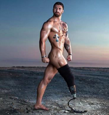 现实版机械战警 残疾士兵全裸写真令人震撼