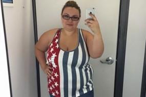 美国女孩试衣间自拍照被疯狂转载