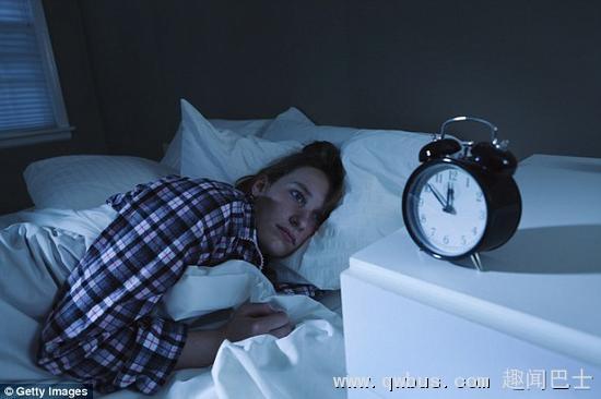 瑞典研究人员发现,一晚上不睡觉可能改变控制人体细胞生物钟的基因。扰乱生物钟可能影响从体温变化、食欲到大脑活动等每件事。