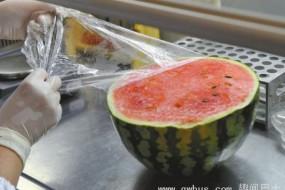 流言揭秘:吃覆盖保鲜膜的西瓜可致命?