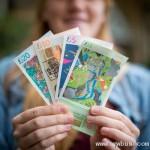 设计师手绘精美纸币在社区合法流通