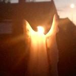 夫妻约会点燃蜡烛 竟幻化出天使形象