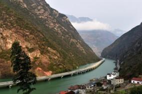 中国首条水上公路通车 太美了