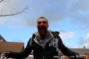 英一小镇街头僵尸横行 恐怖惊悚原是拍电影