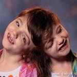 7岁连体姐妹不离不弃开心成长