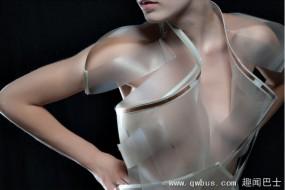 一紧张就变透明的衣服 你敢穿吗