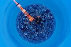 强悍摄影师把城市浓缩成微型星球