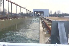 荷兰制造世界最大人工波浪