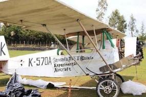 非洲男子自制木头飞机 成本七千美元