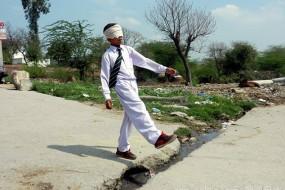 印度男童有神奇能力 可蒙眼通过嗅觉分辨物体