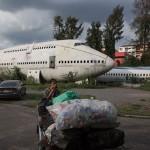 曼谷废弃飞机成流浪者居住地