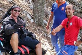 滑翔伞玩家600米高空坠落奇迹生还