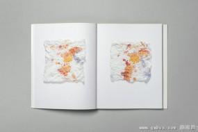 画家用纸巾擦颜料 无意中作成纸巾画