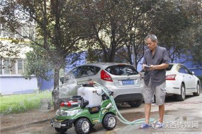西安市民耗时8年造出消防机器人