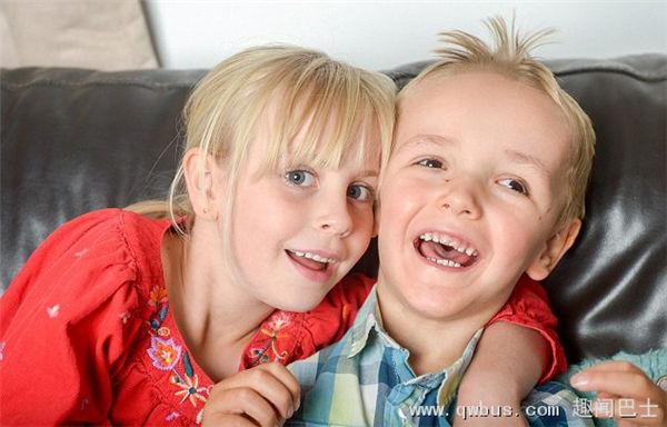 英3岁男童患罕见遗传病身高达1.2米-趣闻巴士