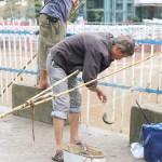 """重庆停车场被淹变""""渔场"""" 半天打百斤鱼"""