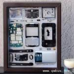 废旧数码产品拆散镶镜框 变身艺术品