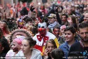 慎入!法国街头一大拨僵尸在狂欢
