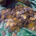 这下发了!潜水员海底发现大量金币