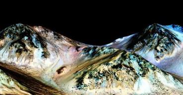 NASA公布重大发现:火星地表有液态水 增加生命存在可能性