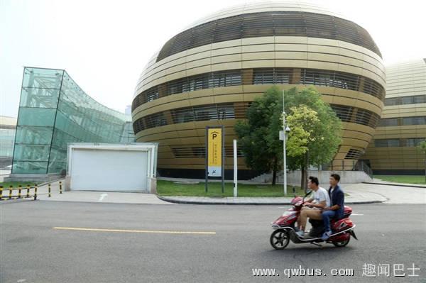 """郑州10亿元建""""金蛋"""" 被评中国最丑建筑-趣闻巴士"""