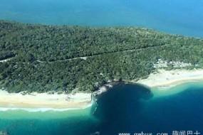 澳彩虹沙滩突现百米巨坑 伴随恐怖巨响