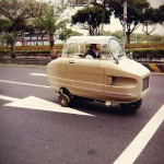 台湾大叔自制太空舱式三轮车