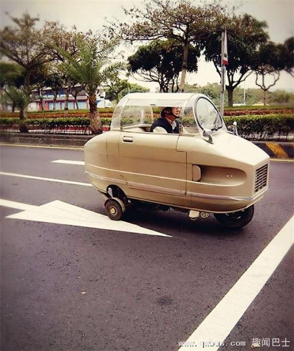 超萌 台湾大叔改装三轮车 戴头盔淡定驾驶-趣闻巴士
