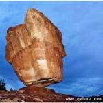 看似违反物理定律的怪异岩石