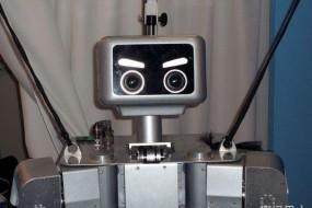 机器人闯祸:泊车时撞坏顾客车辆