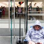 """叼炸天!她让这个""""机器人""""排队买iPhone6s"""