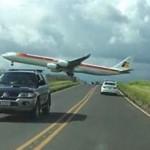 客机降落时象擦着头皮过 吓坏地面路人