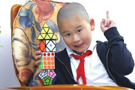 西安8岁神童智商146 自创一套奥数公式-趣闻巴士