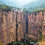 世界七大险要公路:中国郭亮隧道临万丈悬崖