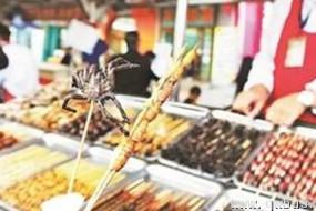 北京小吃街惊现虫子宴 五毒俱全口味重
