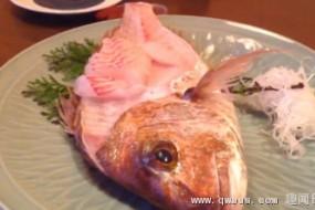 诡异:被吃掉过半的生鱼突然跳起吓跑食客