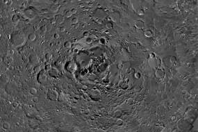 欧空局发布月球北极惊人照片