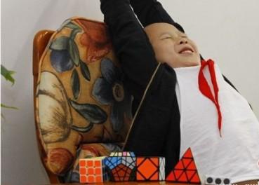 西安8岁神童智商146 自创奥数算法