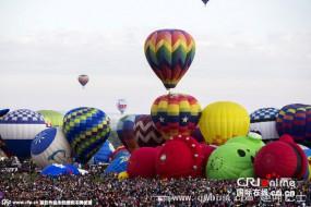 壮观!国际热气球节几百只绚丽气球升空