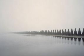 摄影师拍摄二战遗留奇特防御工事