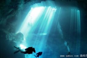 潜水员探秘玛雅人神秘祭祀深潭