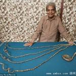 印度老人63年不剪指甲 5个指甲总长近10米