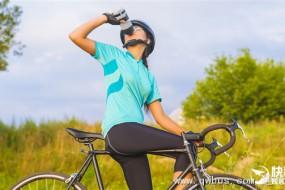 青少年要少喝能量饮料 会增大脑损伤几率