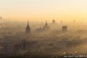 俄罗斯恐高症小伙大厦顶拍震撼市景