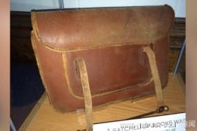 英校园发现90年前书包 笔记认真工整